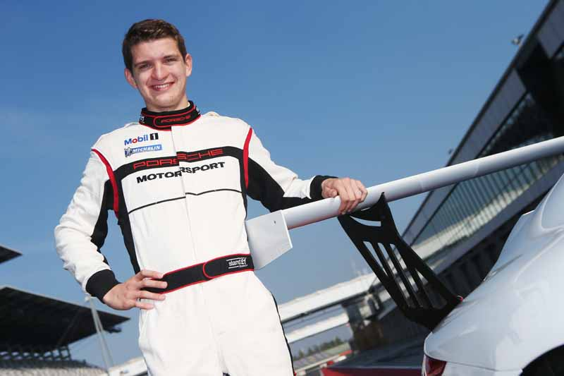 porsche-and-extend-the-motor-sport-young-training-program20151118-mj3