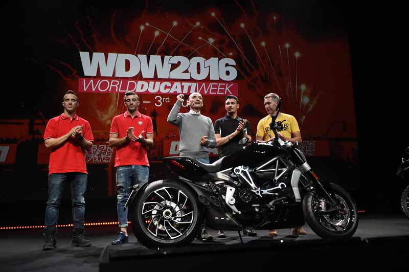 published-seven-new-models-in-the-ducati-world-premiere-2016-held20151120-11
