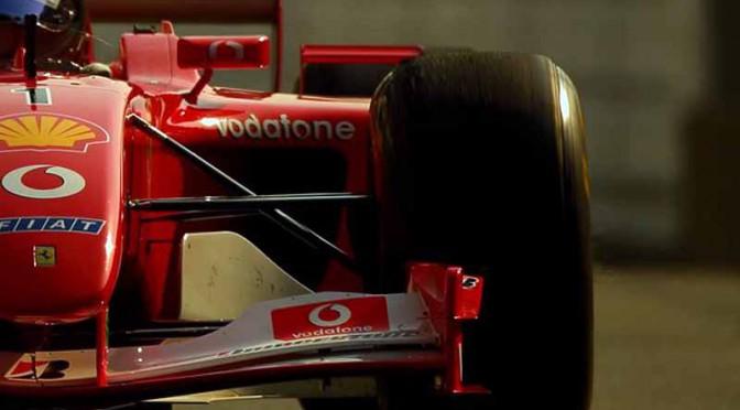 大阪・御堂筋をフェラーリのF1マシンが駆け抜ける