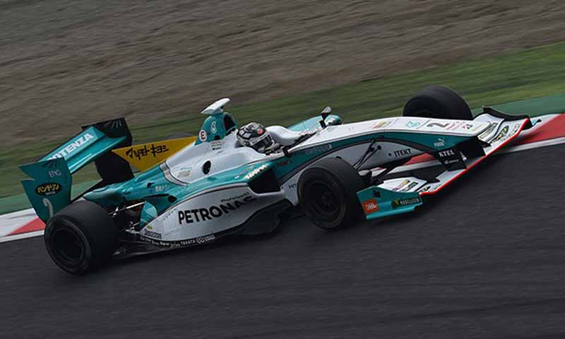 super-formula-round-7-qualifying-the-last-two-lotterer-in-the-heat-race-yamamoto-pp-won20151107-1