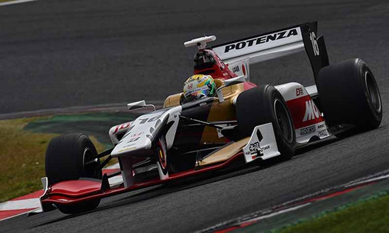 super-formula-round-7-qualifying-the-last-two-lotterer-in-the-heat-race-yamamoto-pp-won20151107-2