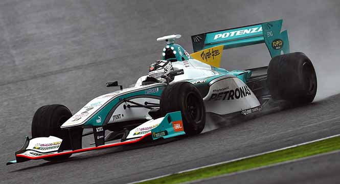 super-formula-seventh-round-suzuka-last-final-win-the-first-title-by-itself-is-ishiura20151108-8
