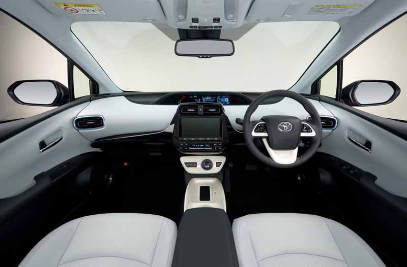 toyota-prius-test-drive-symbol-new-challenges-to-meet-the-changes-in-the-pioneer20151124-42