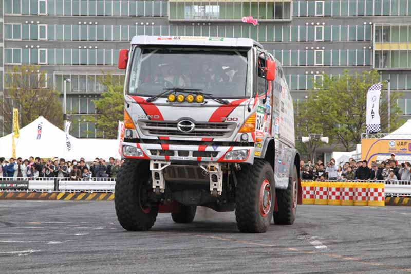 dakar-rally-2016-just-before-the-start-of-track-sector-participation-number-and-the-course-details20151230-4
