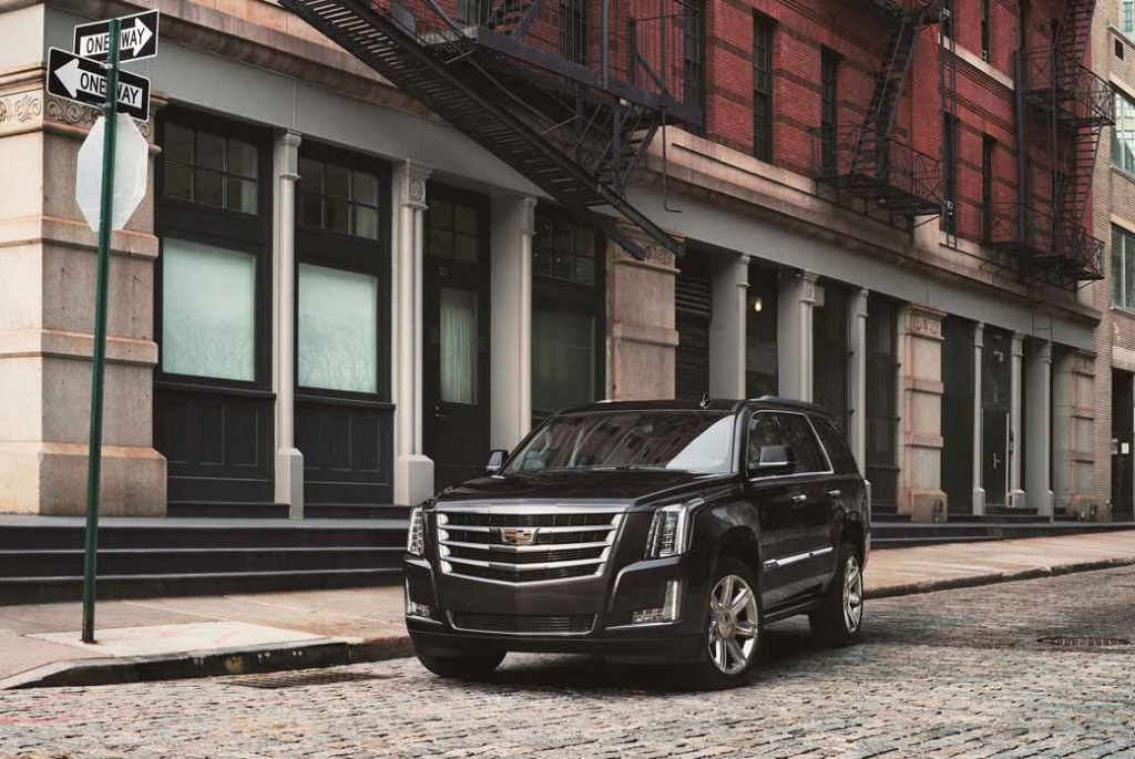 gm-japan-and-announced-the-cadillac-escalade-apple-carplay-standard-model-equipped-with20151217-1