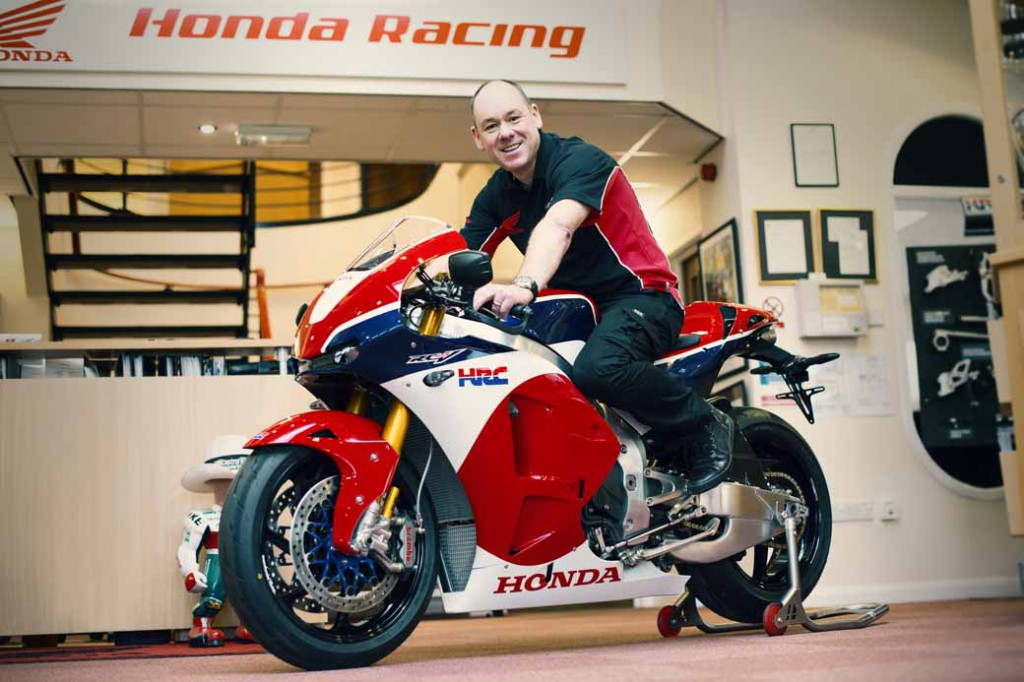honda-the-worlds-first-delivered-a-rc213v-s-in-the-united-kingdom-user20151225-1