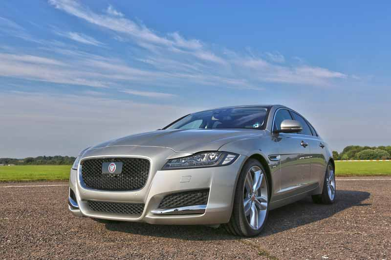 jaguar-land-rover-japan-the-car-chase-experience-additional-movie-007-spector-in-virtual-test-drive-experience20151211-2