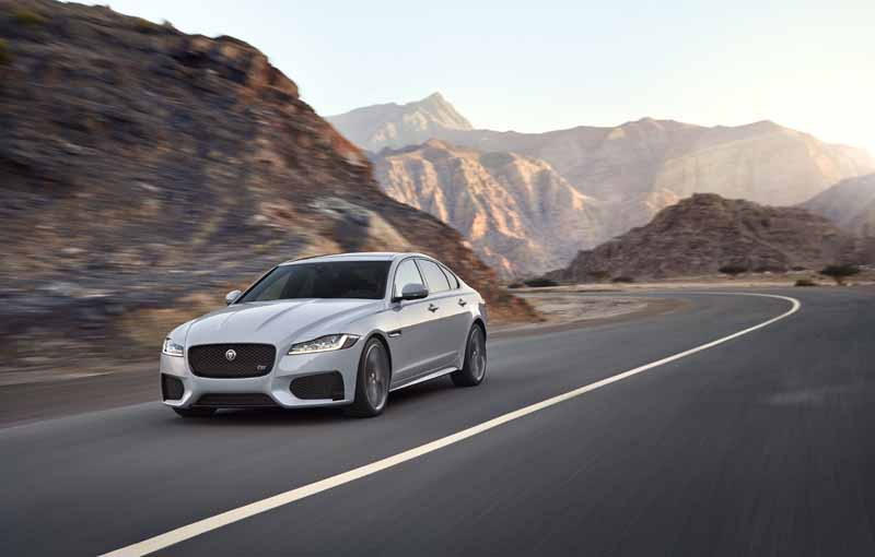 jaguar-land-rover-japan-the-car-chase-experience-additional-movie-007-spector-in-virtual-test-drive-experience20151211-4
