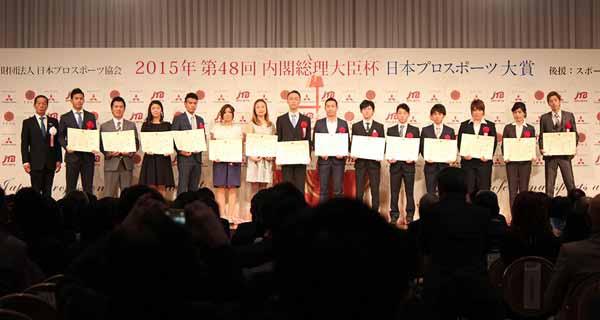 japan-professional-sports-grand-prize-hiroaki-ishiura-the-lifetime-achievement-award-of-the-super-formula-kamui-kobayashi-is-rookie-award20151226-3