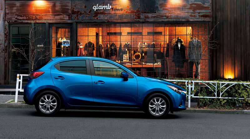 mazda-y-la-mejora-del-producto-del-demio-y-el-coche-especificacion-especial-cuero-negro-limitado-lanzado20151224-1