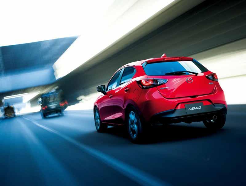 mazda-y-la-mejora-del-producto-del-demio-y-el-coche-especificacion-especial-cuero-negro-limitado-lanzado20151224-3