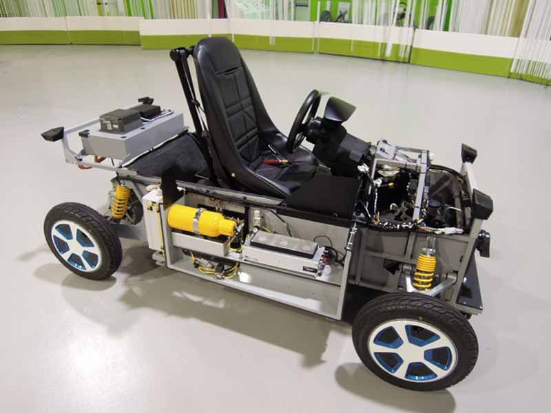 mega-web-test-drive-events-1219-20-held-a-kit-car-that-run-on-fuel-cell20151202-7