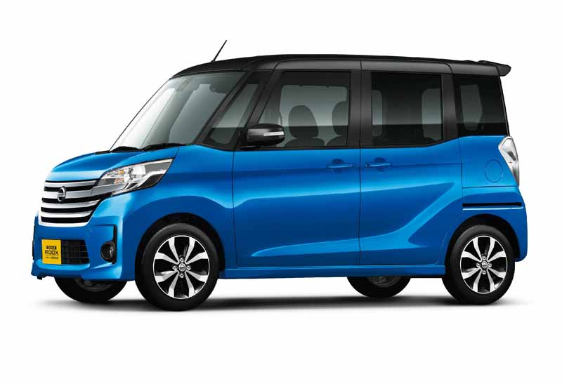 nissan-introduces-special-specification-car-of-days-lukes-a-v-selection20151204-3