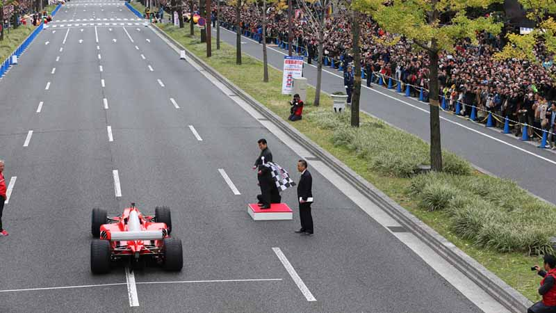 osaka-midosuji-up-to-100-units-of-ferrari-super-car-parade-from-f1-demonstration-run20151208-2
