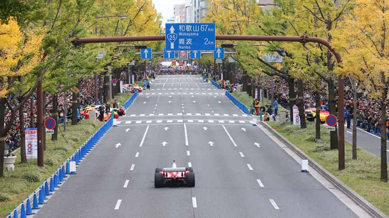osaka-midosuji-up-to-100-units-of-ferrari-super-car-parade-from-f1-demonstration-run20151208-3