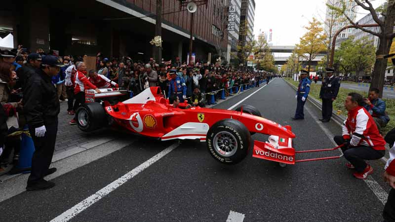 osaka-midosuji-up-to-100-units-of-ferrari-super-car-parade-from-f1-demonstration-run20151208-4