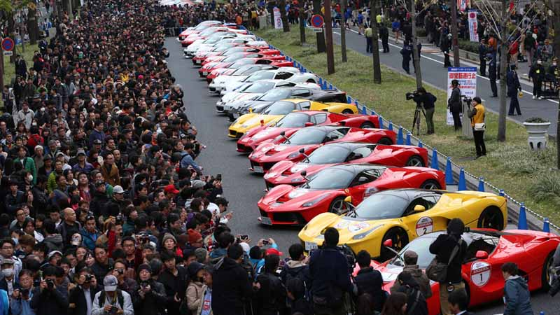 osaka-midosuji-up-to-100-units-of-ferrari-super-car-parade-from-f1-demonstration-run20151208-5
