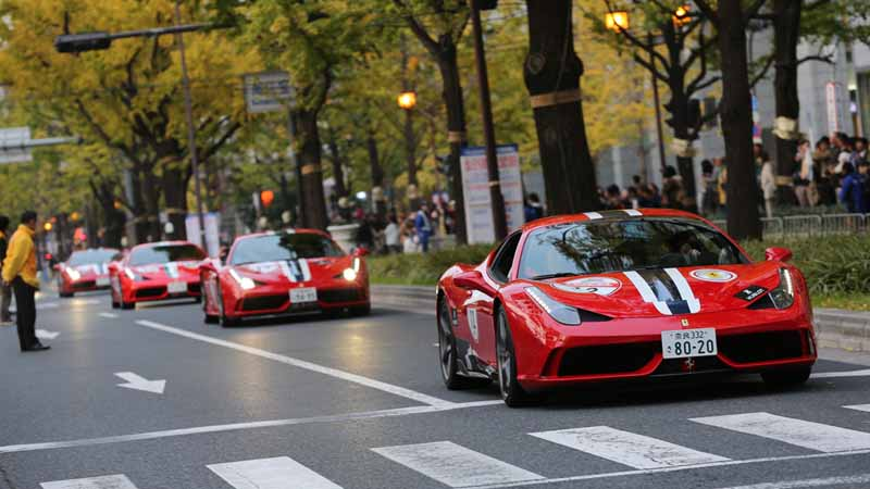 osaka-midosuji-up-to-100-units-of-ferrari-super-car-parade-from-f1-demonstration-run20151208-6