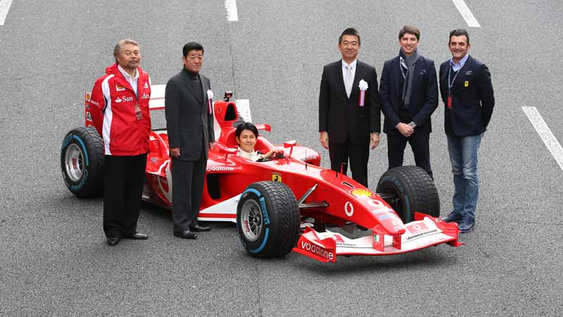 osaka-midosuji-up-to-100-units-of-ferrari-super-car-parade-from-f1-demonstration-run20151208-7