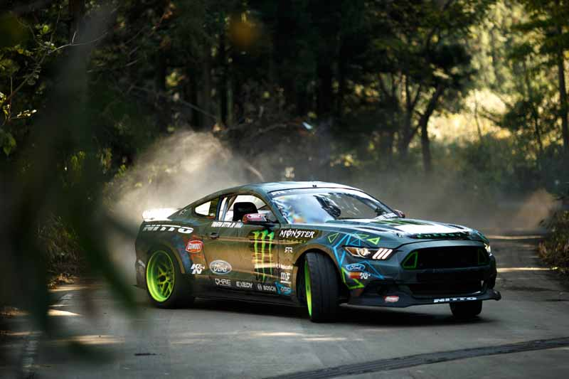 summit-decisive-battle-is-the-realization-of-a-dream-by-the-stage-in-japan-and-the-united-states-top-drift-drivers-of-the-niigata-ruins20151217-12