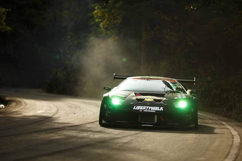 summit-decisive-battle-is-the-realization-of-a-dream-by-the-stage-in-japan-and-the-united-states-top-drift-drivers-of-the-niigata-ruins20151217-6
