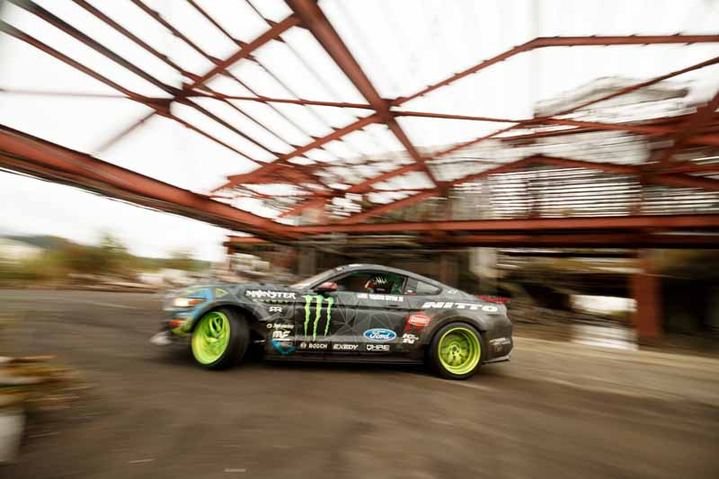 summit-decisive-battle-is-the-realization-of-a-dream-by-the-stage-in-japan-and-the-united-states-top-drift-drivers-of-the-niigata-ruins20151217-8