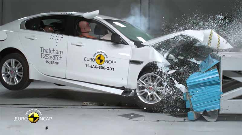 t-won-the-5-star-of-the-highest-level-in-two-new-models-of-jaguar-euro-ncap20151204-3