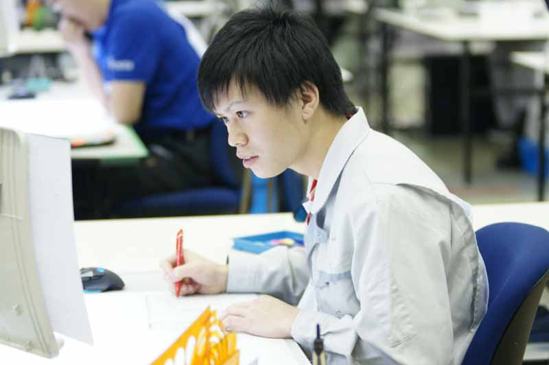 toyota-motor-corp-won-the-gold-medal-in-the-4-job-at-the-53rd-national-skills-competition20151207-1
