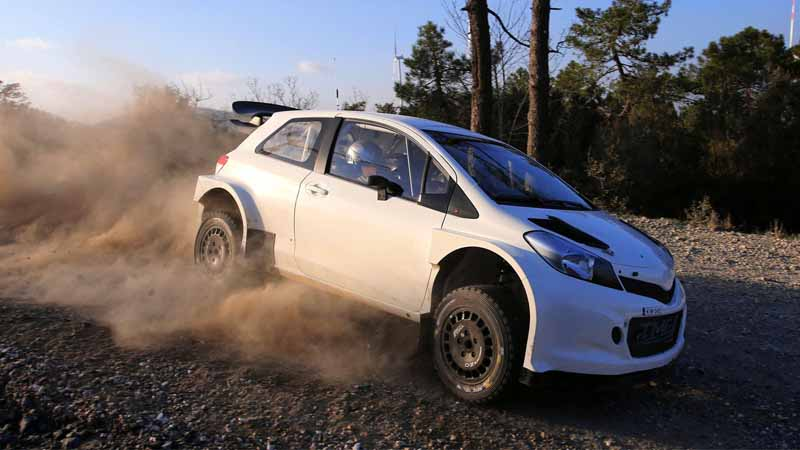 toyotas-gazoo-racing-tackle-the-yaris-wrc-towards-the-wrc-return20151205-2