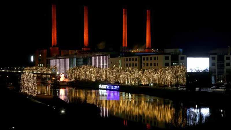 volkswagen-automobile-theme-park-autostadt-is-winter-attire20151220-9