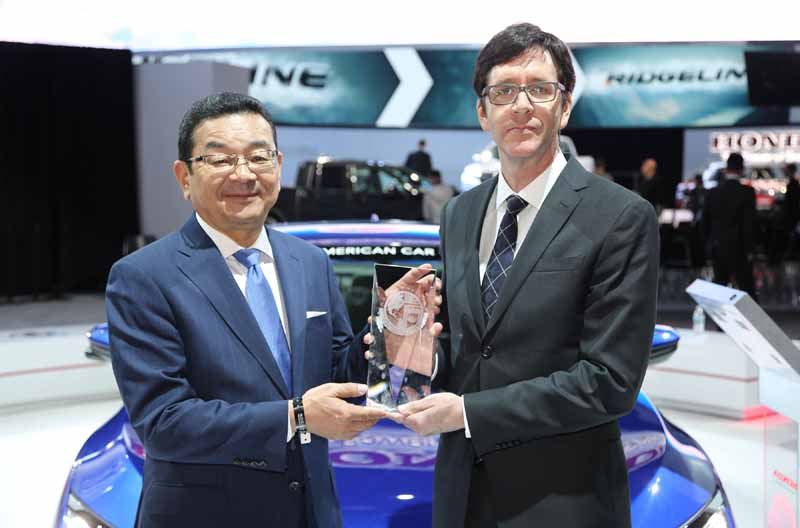 civic-sedan-has-won-the-us-·-north-american-car-of-the-year20160112-3