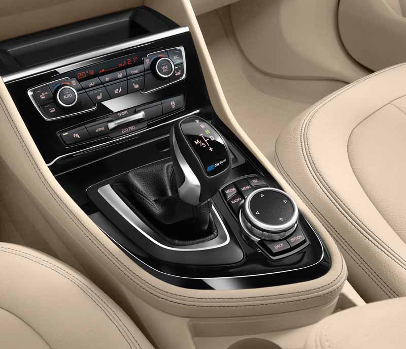 bmw-plug-in-hybrid-model-225xe-active-tourer-announcement20160126-10