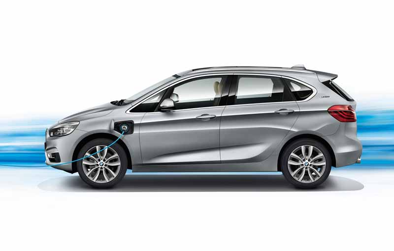 bmw-plug-in-hybrid-model-225xe-active-tourer-announcement20160126-13