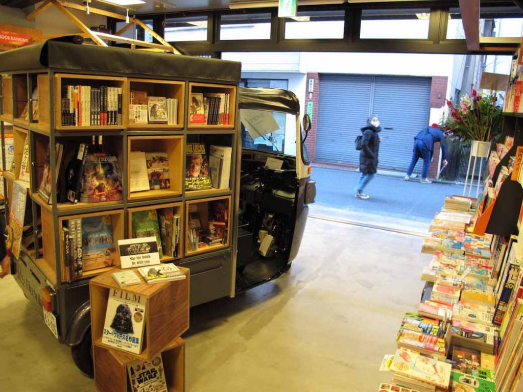 bookstore-where-people-gather-go-and-see-the-people20160120-2