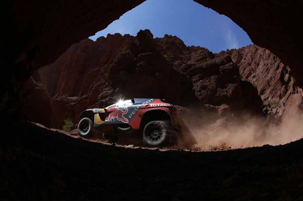 dakar-rally-loeb-sink-the-8-position-in-the-vehicle-overturn-top-spot-again-in-the-hands-of-peterhansel20160113-1