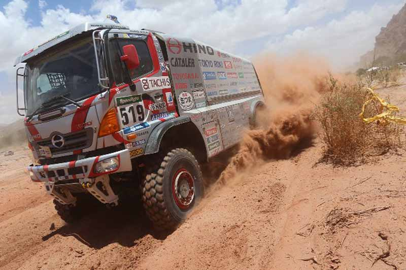 dakar-rally-loeb-sink-the-8-position-in-the-vehicle-overturn-top-spot-again-in-the-hands-of-peterhansel20160113-4