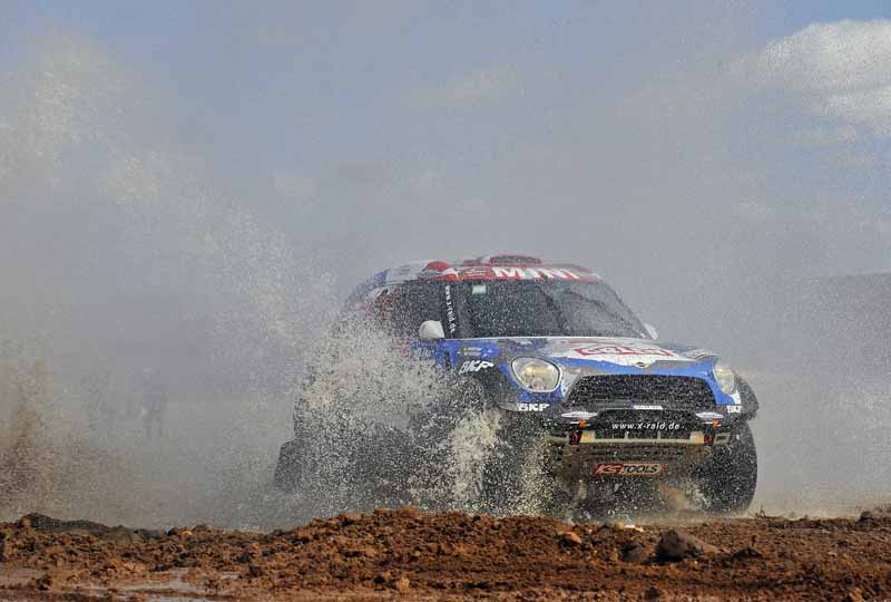 dakar-rally-sainz-led-the-12th-mini-camp-expand-chasing-peugeot-bias20160113-4
