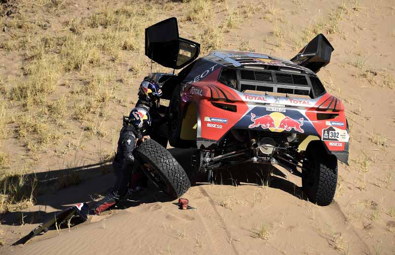 dakar-rally-sainz-led-the-12th-mini-camp-expand-chasing-peugeot-bias20160113-7