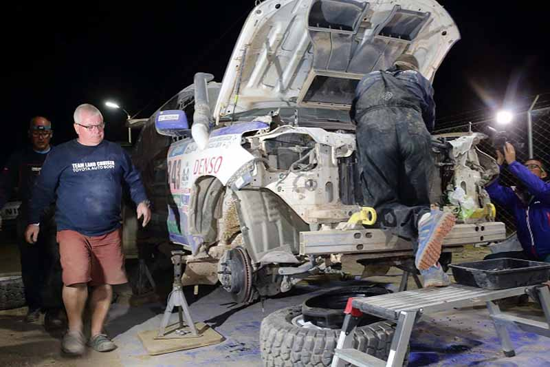 dakar-rally-the-7th-8th-followed-by-seesaw-game-of-the-lobe-and-peterhansel20160110-11