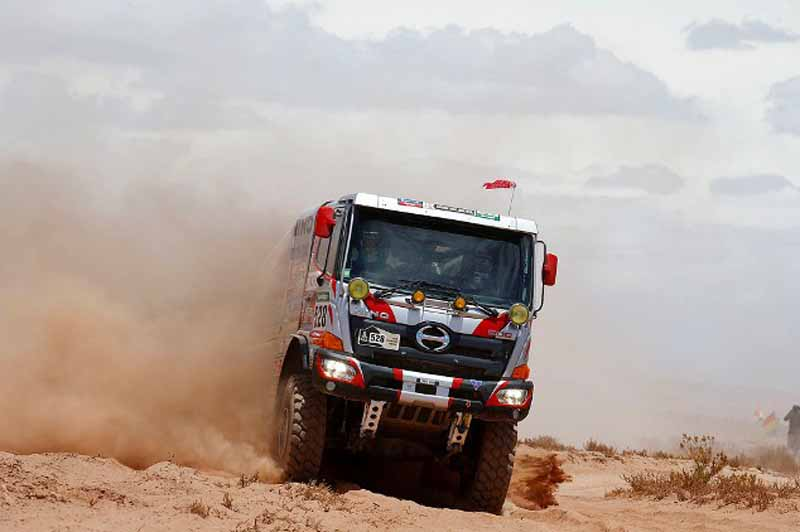 dakar-rally-the-7th-8th-followed-by-seesaw-game-of-the-lobe-and-peterhansel20160110-21