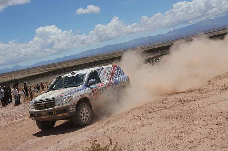 dakar-rally-the-7th-8th-followed-by-seesaw-game-of-the-lobe-and-peterhansel20160110-27