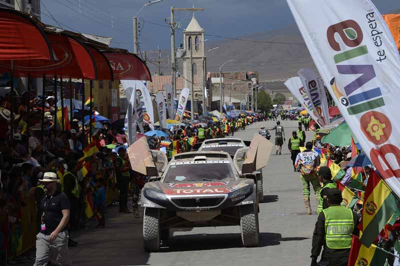 dakar-rally-the-7th-8th-followed-by-seesaw-game-of-the-lobe-and-peterhansel20160110-32