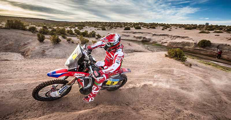 dakar-rally-the-7th-8th-followed-by-seesaw-game-of-the-lobe-and-peterhansel20160110-34