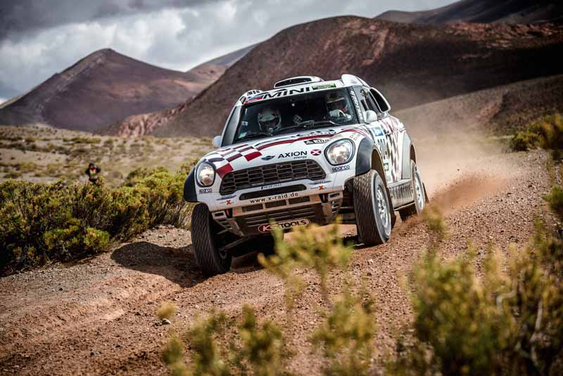 dakar-rally-the-7th-8th-followed-by-seesaw-game-of-the-lobe-and-peterhansel20160110-36