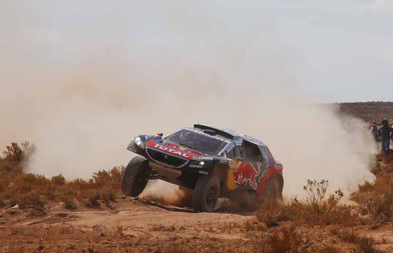 dakar-rally-the-7th-8th-followed-by-seesaw-game-of-the-lobe-and-peterhansel20160110-44