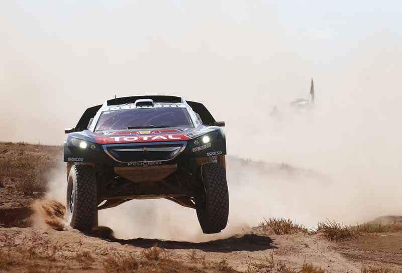 dakar-rally-the-7th-8th-followed-by-seesaw-game-of-the-lobe-and-peterhansel20160110-45