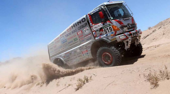 hino-track-sector-less-than-exhaust-the-amount-of-10-liters-class-of-the-dakar-rally-2016-7-consecutive-achieve20150121-1