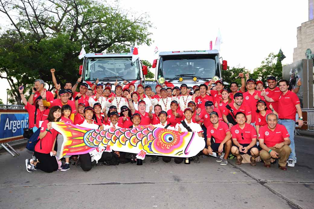 hino-track-sector-less-than-exhaust-the-amount-of-10-liters-class-of-the-dakar-rally-2016-7-consecutive-achieve20150121-2