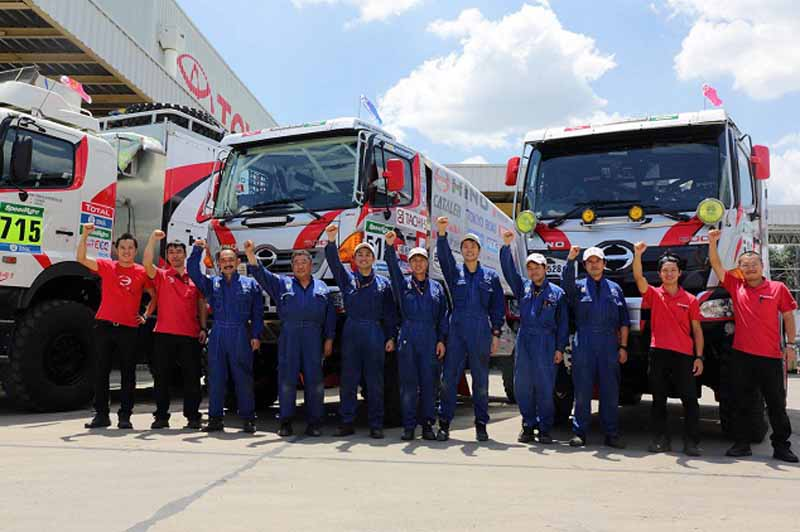 hino-two-ranger-vehicle-inspection-pass-the-ready-towards-the-competition-start20160102-10