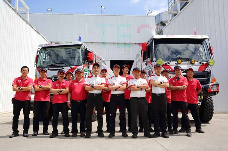 hino-two-ranger-vehicle-inspection-pass-the-ready-towards-the-competition-start20160102-2